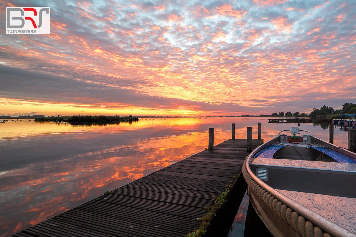 Leekstermeer zonsopkomst met boot