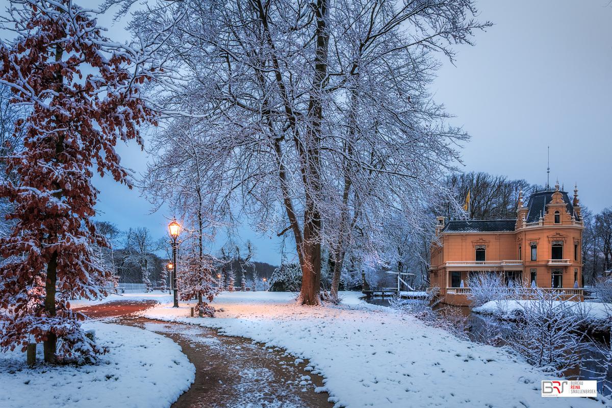 Kasteel Nienoord in de sneeuw